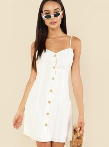 How to Wear a White Summer Dress With Buttons